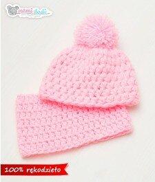 czapka dla dziewczynki, ciepła, delikatna, miękka w dotyku, idealny na prezent, podarunek, włóczka najlepsza jakościowo, uroczy, zabawna, fajna, róż, pompon, ciepła ,mamidadi, szydełko, hand made, rękodzieło