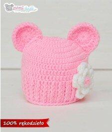 czapka dla dziewczynki, ciepła, delikatna, miękka w dotyku, idealny na prezent, podarunek, włóczka najlepsza jakościowo, miś, uroczy, zabawna, fajna, uszatka, ręcznie robiona, baby shower, na szydełku, dla noworodka, z kwiatkiem