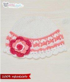 Wiosenna czapeczka - biało-łososiowa